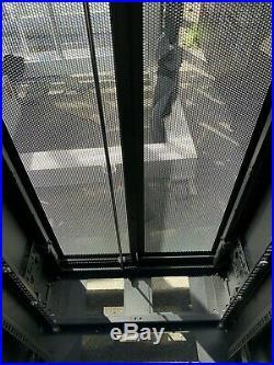 APC AR2400 42U Data Center Standard Rack NetShelter SV Server Cabinet Enclosure