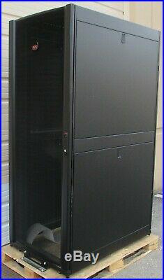 APC NetShelter SX Enclosure Server Cabinet 24U Rack NEW