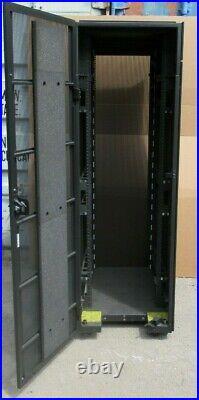 IBM 42U Server/Networking Rack Cabinet 644mm x 2015mm Enclosure complete 45D3123